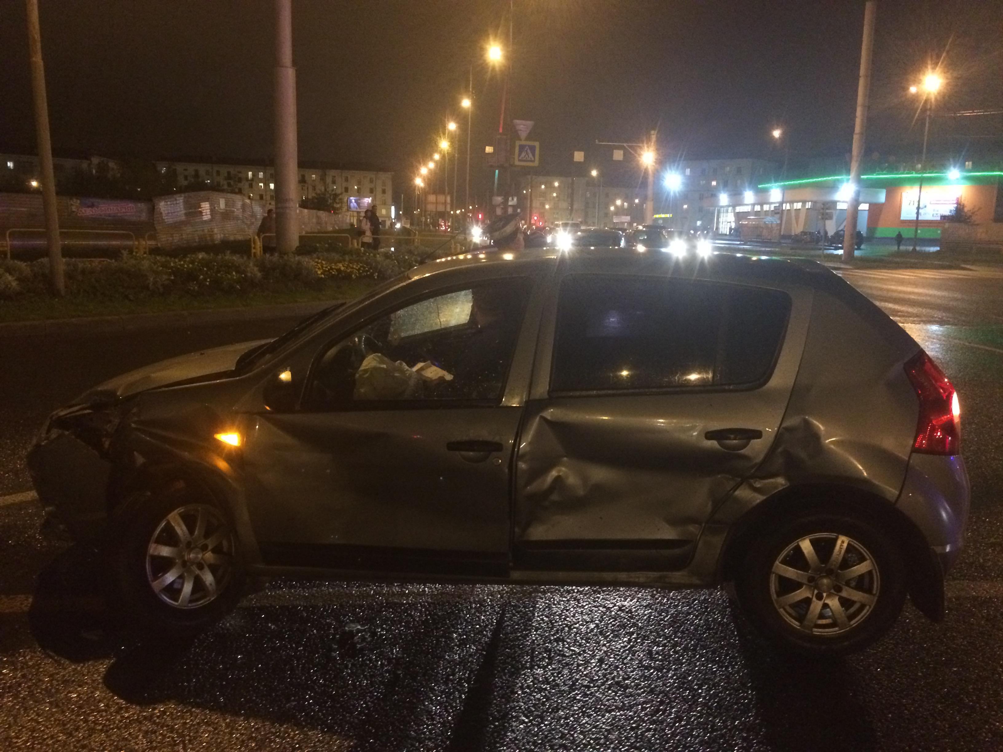 ВЧереповце служебный автомобиль ГИБДД столкнулся синомаркой