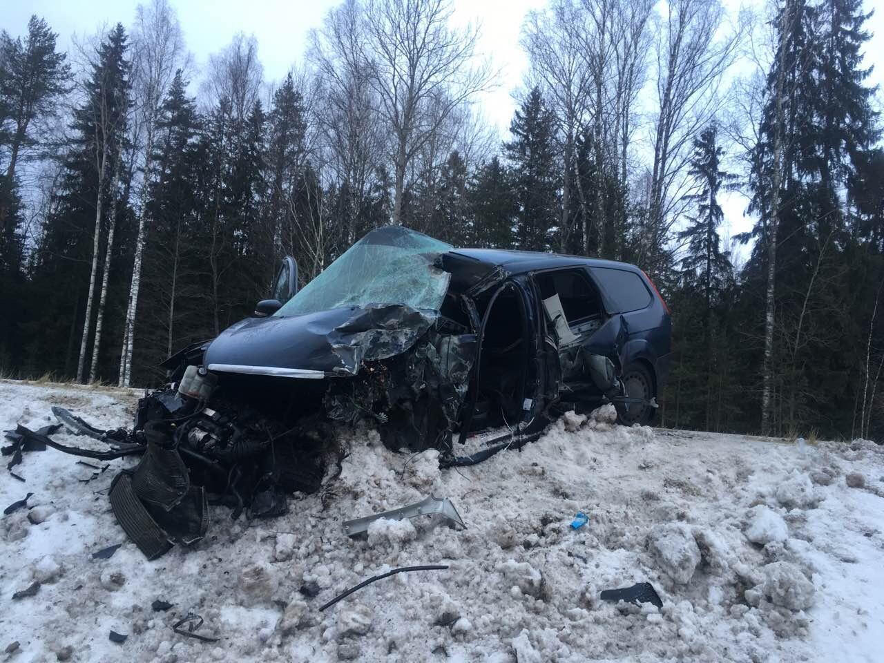 ВЧагодощенском районе шофёр  иномарки заснул  зарулем иврезался в грузовой автомобиль