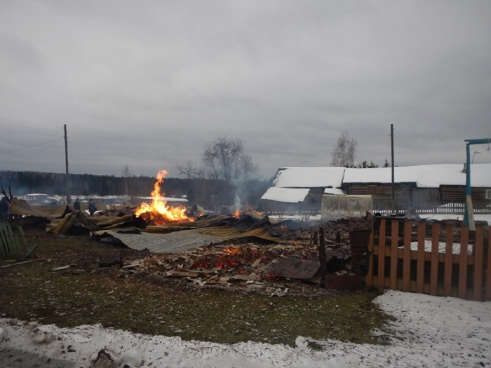 Участковый задержал дачных похитителей, поджегших несколько домов вВологодской области