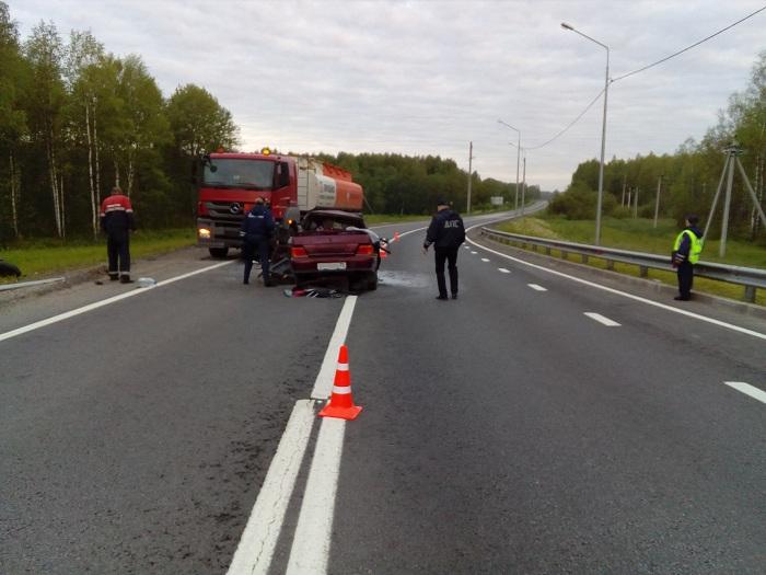 Шофёр ВАЗа сломал шею в трагедии стягачом под Череповцом