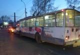 В Вологде столкнулись две легковые машины и троллейбус