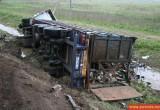 Грузовики падают один за другим в Вологодской области