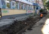 На улице Козленской в Вологде ведутся работы по замене тротуара