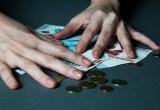 Руководителя кружка обманом вынудили отдавать начальникам две трети зарплаты