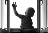 В Череповце 2-летний ребенок выпал из окна четвертого этажа