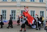 В Череповце в День России проходит фестиваль уличных театров