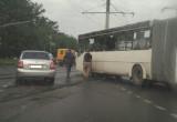 В Череповце легковушка столкнулась с автобусом на трамвайных путях