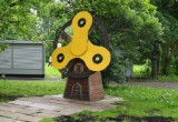 На «Мельницу счастья» в Вологде неизвестные прикрепили огромный спиннер