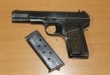 Вологжанка сдала пистолет ТТ сотрудникам Росгвардии
