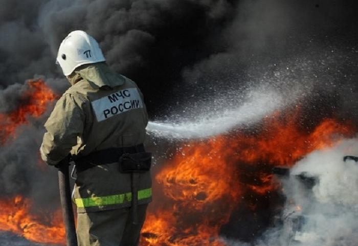 В Вологде неизвестные злоумышленники сожгли дорогую иномарку