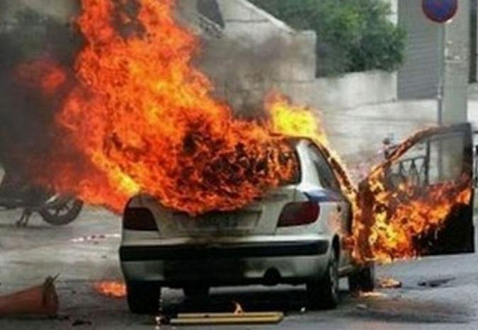 Дорогую иномарку сожгли неизвестные в Вологде