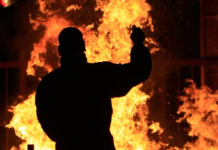 Следователи проводят проверку по факту гибели в пожаре 40-летнего мужчины