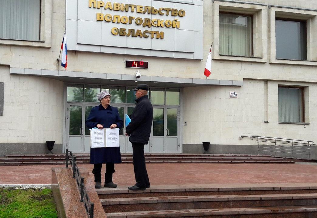 Обманутые дольщики снова вышли на пикет к зданию Правительства области