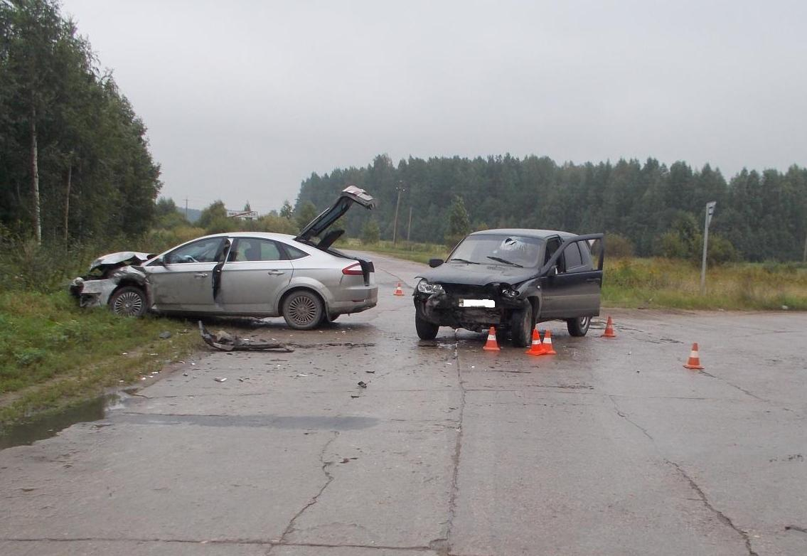 Женщина-водитель устроила ДТП, в котором пострадали два человека