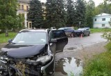 Молодой водитель иномарки пострадал в тройной аварии в Вологде