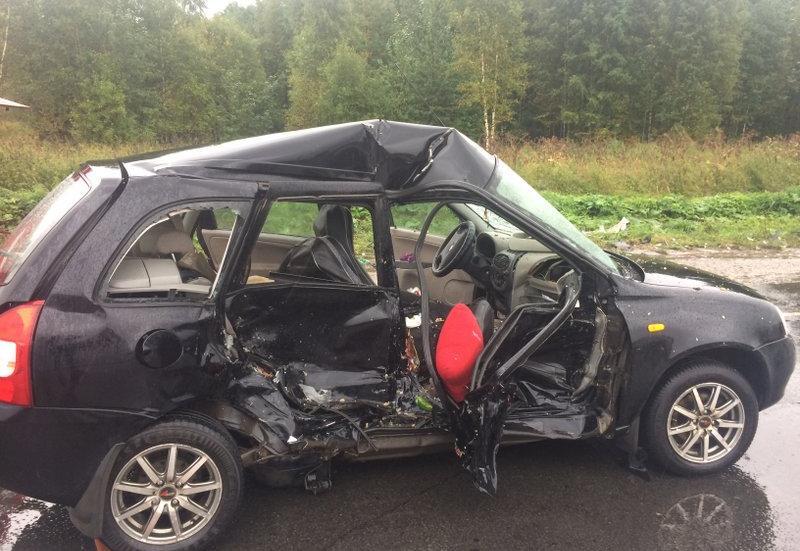 В Череповце столкнулись два автомобиля, два человека госпитализированы (ФОТО)