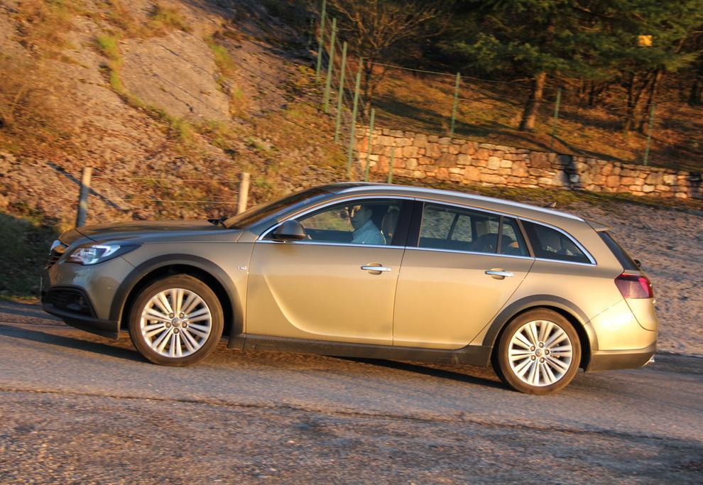 Opel начал собирать заказы на внедорожник Insignia country tourer
