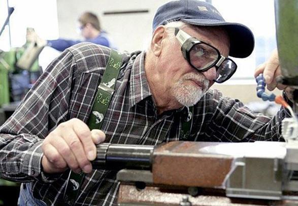 Государство не собирается индексировать пенсии работающим пенсионерам