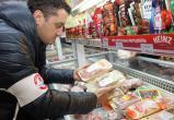 Активисты «Народного контроля» нашли в магазине две корзины просроченных продуктов