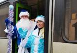 В автобусы Вологды пришли с подарками Дед Мороз и Снегурочка (ФОТО)