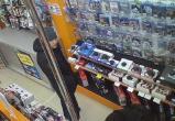 Двух похитителей дорогой игровой приставки ищет полиция в Вологде (ФОТО, ВИДЕО)