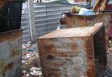 Упавший мусорный контейнер проломил голову вологжанину