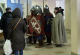 «Цирк» на выборах: Нижегородец прилетел на дельтаплане, а в Питере голосовали рыцари время (ФОТО)