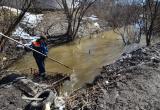 Спасатели помогают чистить малые реки Вологды: на днях выловили матрас