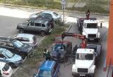 Автомобили из дворов на штрафстоянку эвакуировали сегодня приставы и сотрудники «Вологдагортеплосети»