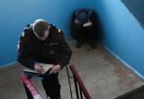Череповчанина, застывшего в подъезде «под кайфом», сдали жильцы