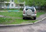 Какие штрафы грозят автомобилистам за парковку на газонах Вологды