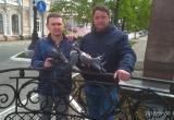 Надолго ли в этот раз? Антивандальных голубей установили на «Скамье влюбленных» в Вологде