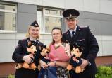 С рождением тройни сотрудницу полиции поздравили сегодня коллеги из вологодского УМВД
