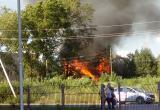 При пожаре в деревянном доме в Вологде произошел взрыв (ВИДЕО)