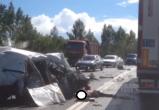 Страшное ДТП на трассе М-8: машины разбиты, водитель погиб (ВИДЕО 18+)