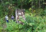 «Mercedes» вылетел в кювет на вологодской трассе, в результате ДТП пострадало пять человек