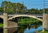 Ремонтные работы на Октябрьском мосту приостановлены на неопределенное время: Мост разрушается
