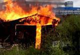 Из-за замкнувшей зарядки загорелся гараж в Вологде