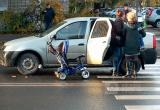 Мать и ребенок оказались под колесами иномарки в центре Вологды (ФОТО)
