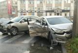 В Череповце нарушитель ПДД спровоцировал ДТП и сам влетел в столб (ФОТО)