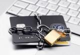 «Подарок» и «Возврат долга» больше не спасают. Банки начали блокировать карты россиян при переводах от 15 тыс. рублей