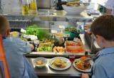 Череповец вошел в список пилотных городов по организации здорового питания в школах: В школе № 10 - 15 ребят болеют острой кишечной инфекцией