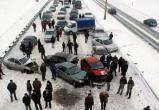 ВНИМАНИЕ! ГИБДД Вологодской области предупреждает водителей о сложной дорожной обстановке: снегопад, метель, очень холодно