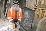 Сямженский пенсионер получил свое надгробие при жизни, но хочет вернуть его производителю (ВИДЕО)