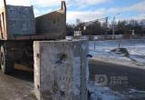 Бетонный блок вылетел из кузова грузовика в Шексне (ФОТО)