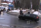 На улице Ленина бесправный водитель сбил девушку на глазах инспекторов ГИБДД (ВИДЕО)