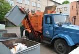 Если мусоровоз опоздал - обязан убрать весь мусор с контейнерной площадки