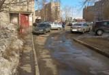 В Череповце «Фольксваген-Пассат» самопроизвольно тронулся с места и сбил пенсионерку