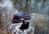 Недалеко от Череповца «Нива» упала с моста в реку, водитель погиб