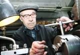 Легко ли быть работающим пенсионером в России? Полный перечень выплат, которых они лишаются в 2019 году